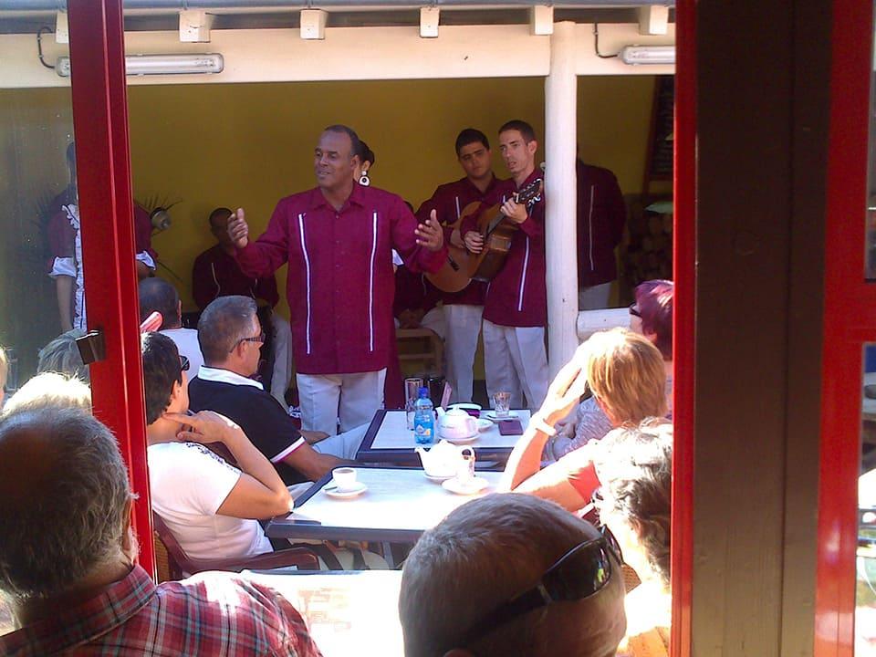 Groupe du festival de Montoire au Mermoz, restaurant français et oriental proche de Vendôme