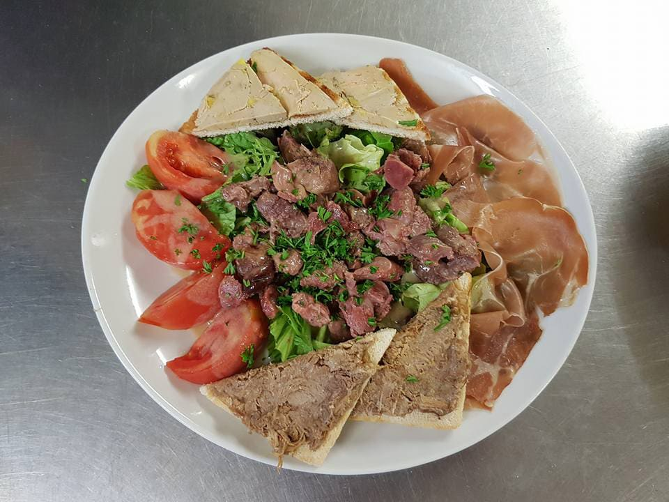 Grande salade gourmande, restaurant Le Mermoz à Montoire 41